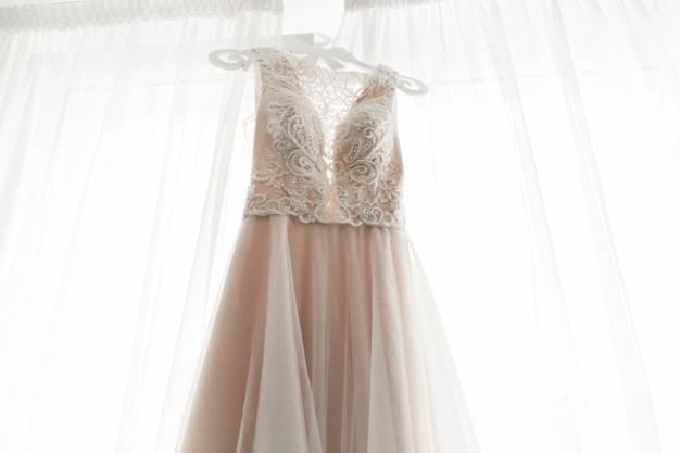 esküvői ruha ára 2020