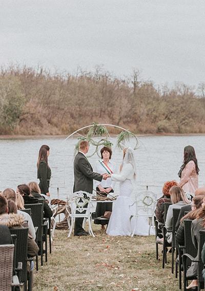 vízparti esküvői helyszín